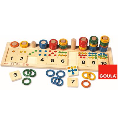 Anneaux colorés pour compter Un jeu en bois pour apprendre à compter en visualisant les chiffres et les quantités. L'enfant doit associer les chiffres avec le nombre de points correspondant et la quantité d'anneaux.