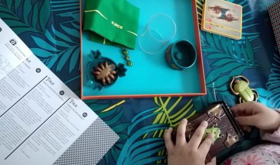 boîte avec accessoires pour faire des tours de magie